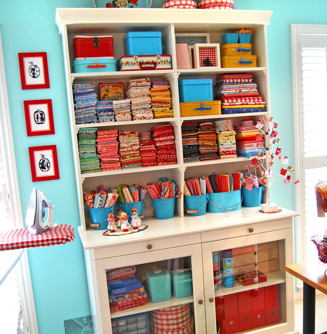 Craft rooms work space on pinterest craft rooms for Craft supplies organization ideas